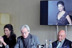 Lucia Aliberti with the German Konzert manager Gerhard Kampfe and the Organizer of the Classic Open Air Mario Hempel⚘Presse Conference⚘Gendarmenmarkt⚘Hilton Hotel⚘Berlin⚘Escada Fashion⚘:http://www.luciaaliberti.it #luciaaliberti #gerhardkampfe #mariohempel #classicopenair #berlin #pressconference