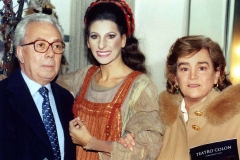 """Lucia Aliberti with the Argentine journalist and TV entertainer Roberto Maidana and his wife⚘Opera⚘""""Norma""""⚘Teatro Colon⚘Buenos Aires⚘dressing room⚘:http://www.luciaaliberti.it #luciaaliberti #robertomaidana #teatrocolon #buenosaires #norma #opera #dressingroom"""