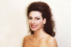 Lucia Aliberti⚘Concert⚘Grosses Festspielhaus⚘Salzburg⚘dressing room⚘makeup session⚘Portrait Series⚘La Perla Fashion⚘:http://www.luciaaliberti.it #luciaaliberti #grossesfestspielhaus #salzburg #dressingroom #portraitseries #makeupsession #laperlafashion