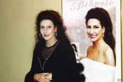 Lucia Aliberti⚘Covent Garden Royal Opera House⚘London⚘Lucia di Lammermoor⚘Opera⚘Autograph Session⚘Portrait Series⚘:http://www.luciaaliberti.it #luciaaliberti #coventgardenroyaloperahouse #london #luciadilammermoor #opera #autographsession #portraitseries