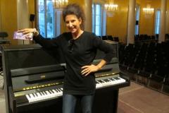 Lucia Aliberti⚘Regensburg Theater⚘Regensburg⚘Concert⚘Rehearsals⚘Lucia love Milka Chocolade⚘Break time⚘:http://www.luciaaliberti.it #luciaaliberti #regensburgtheater #regensburg #concert #milkachocolade #break