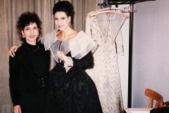 "Lucia Aliberti with her""Tata Teresa""⚘Wiener Staatsoper⚘Vienna⚘Opera⚘""Maria Stuarda""⚘Dressing Room⚘:http://www.luciaaliberti.it #luciaaliberti #wienerstaatsoper #vienna #mariastuarda #opera #dressingroom"