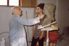 Lucia Aliberti with the sculptor Salvatore Giordano⚘studio⚘making a sculpture⚘profile⚘:http://www.luciaaliberti.it #luciaaliberti #salvatoregiordano #sculpture #profile