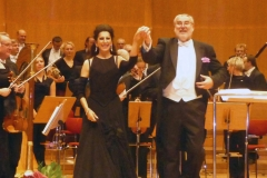 Lucia Aliberti with the conductor Frantisek Drs⚘Concert⚘on stage⚘Prag⚘:http://www.luciaaliberti.it #luciaaliberti #frantisekdrs #prag #concert