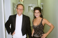 Lucia Aliberti with the conductor Peter Kuhn⚘Teo Otto Theater⚘Remscheid⚘Special Gala Concert⚘dressing room⚘:http://www.luciaaliberti.it #luciaaliberti #peterkuhn #teoottotheater #remscheid #concert #dressingroom #escadafashion