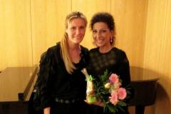 Lucia Aliberti with the violinist Sabrina Vivian Hopcker⚘Concert⚘Philharmonie⚘dressing room⚘Berlin⚘:http://www.luciaaliberti.it #luciaaliberti #sabrinavivianhopcker #philharmonie #berlin #soprano #violinist